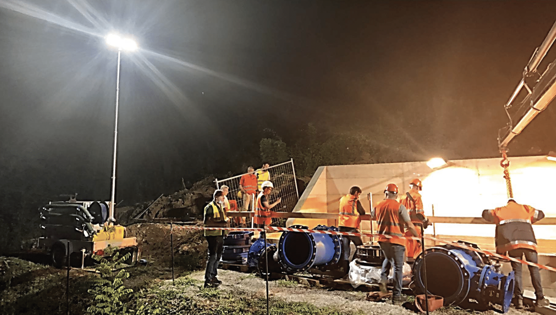 Lampo emergency response trailer unit being used at night for intervention of pipes